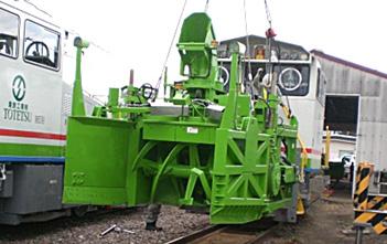 線路除雪車 装置取付作業